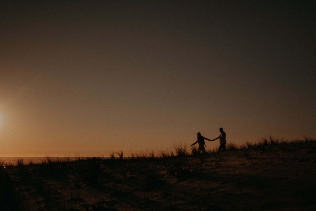 photographe-mariage-bordeaux-ma-23-séance-couple-dans-les-dunes-des-landes