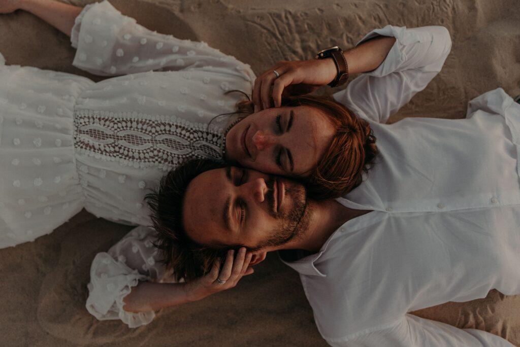 seance-couple-a-lacanau-photographe-mariage-bordeaux-thuriane-photography-42